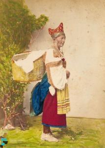 Donna in costume tipico arbëreshë di Caraffa